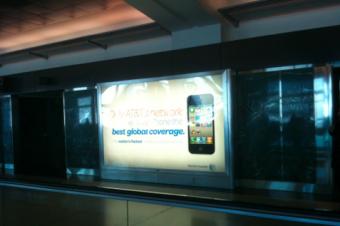 AT&Tは空港でもiPhoneを宣伝