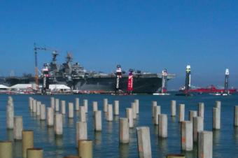軍艦とヨットとT-Mobile
