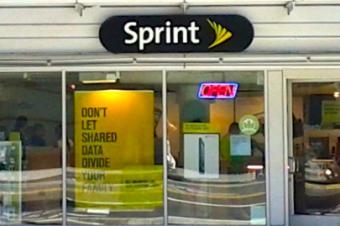 SprintはiPhone販売好調だが損失拡大