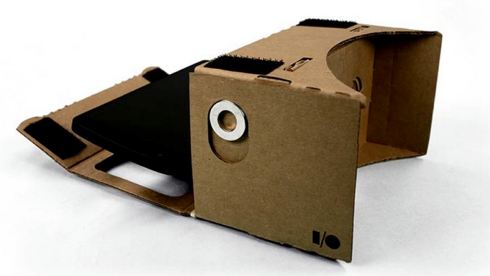 ダンボール製VRヘッドセット(TechCrunchより)