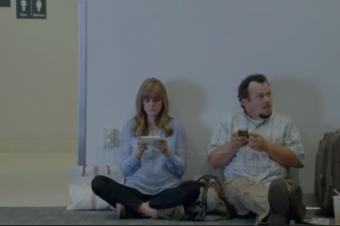 SamsungがiPhoneユーザを「壁際族」と呼ぶ