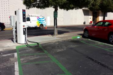 駐車場にEV用充電器が