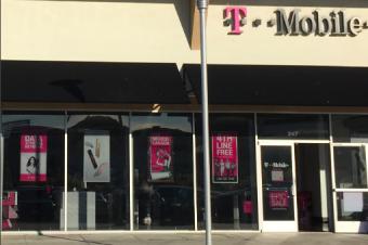 T-Mobileのホリデーセール、次はAT&Tを狙う