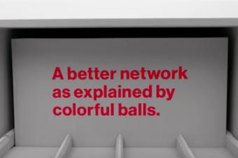 Verizonがカラフルボールで他社をこき下ろす