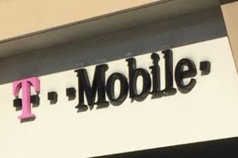 T-Mobileがサーチャージを値上げ
