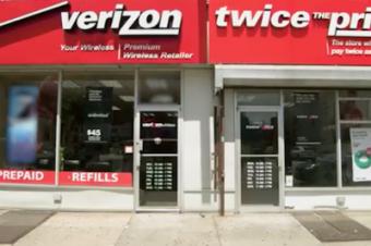 Sprintが「価格2倍」のお店をオープン