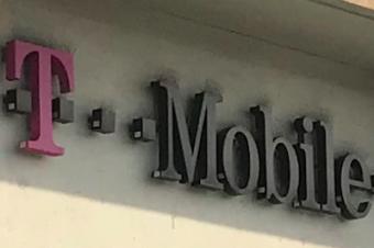 T-Mobileがバレンタイン向けに1回線無料