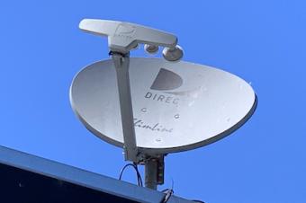 AT&TがDirecTVの分離を検討