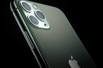 新iPhoneの「目玉」はトリプルカメラ