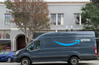 Amazonの配達車が増えた